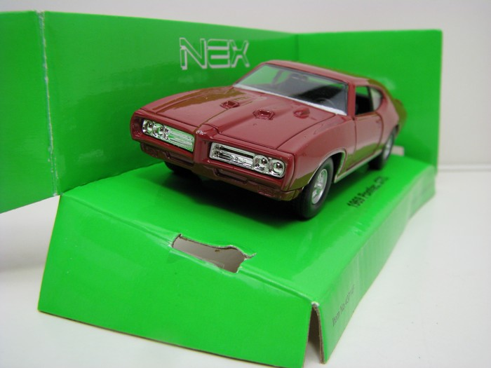 Pontiac GTO 1969 Purple 1:34-39 Welly